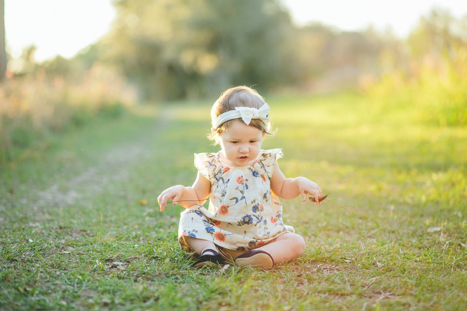 Little Girl sitting in a grass   Family Session by Bára Miller Photography