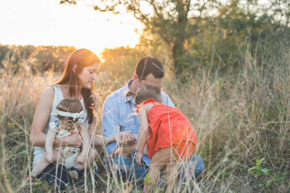 Sunset Field Family Session by Bára Miller Photography