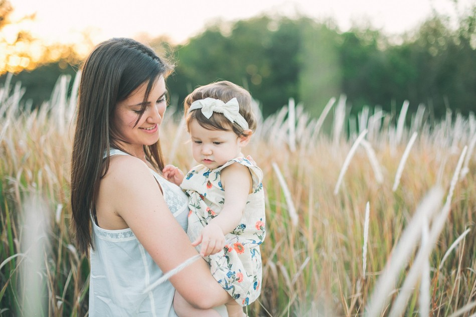 Mommy and her little girl in a field   Family Session by Bára Miller Photography