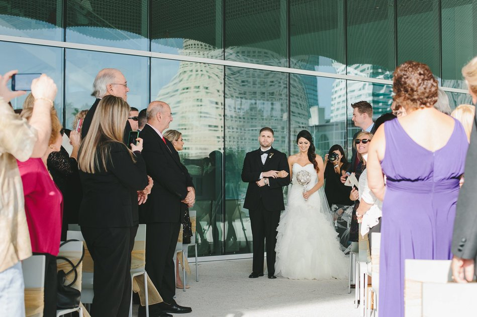 bride walking down the isle at Tampa Museum of Art Wedding by Bára Miller Photography